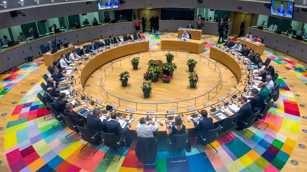Напряжённый саммит ЕС по миграции: страны утвердили итоговый текст