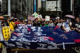 Тысячи человек в Гонконге вышли на протест несмотря на изнурительную жару