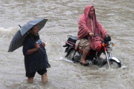 Сильнейший за 40 лет ливень затопил Лахор