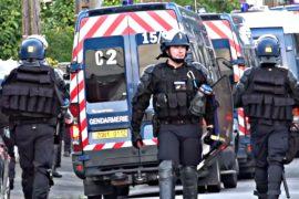 Французский город Нант после беспорядков усиленно патрулирует полиция