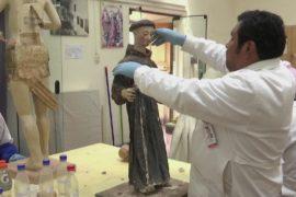 Бесценные картины и статуи спасают от гибели перуанские реставраторы
