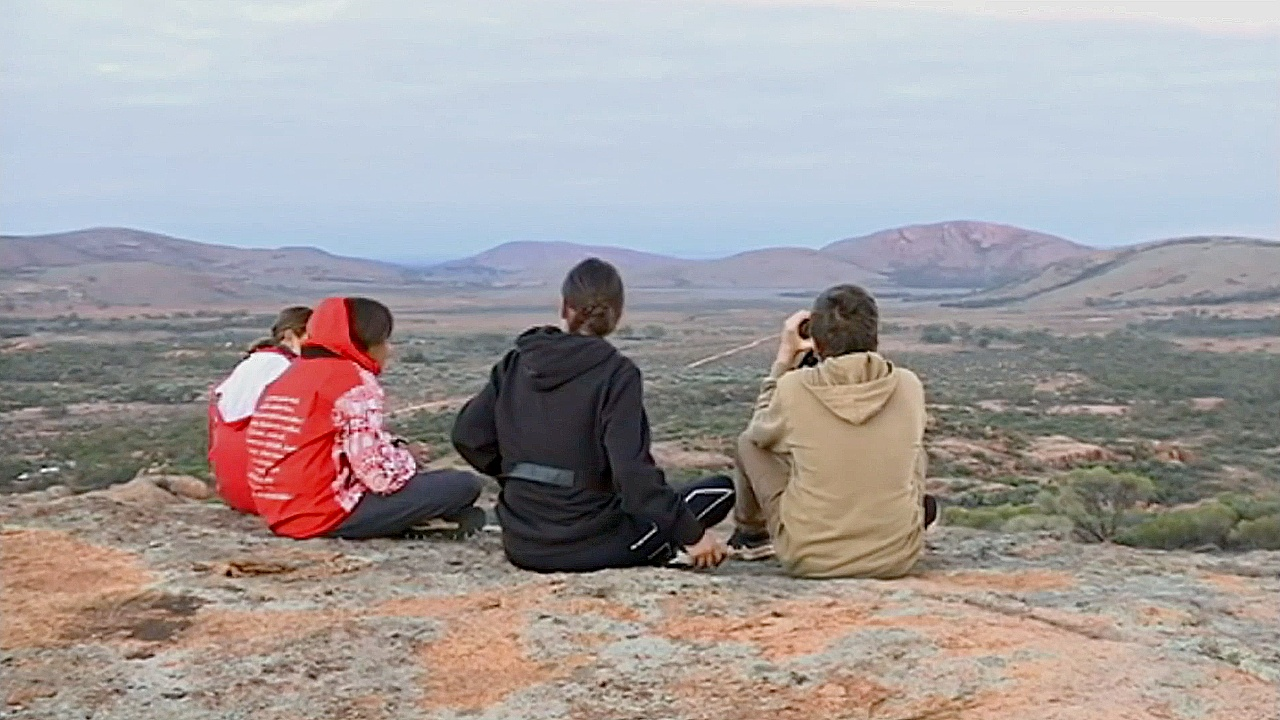 Школьники едут в буш, чтобы установить связь с аборигенной культурой Австралии