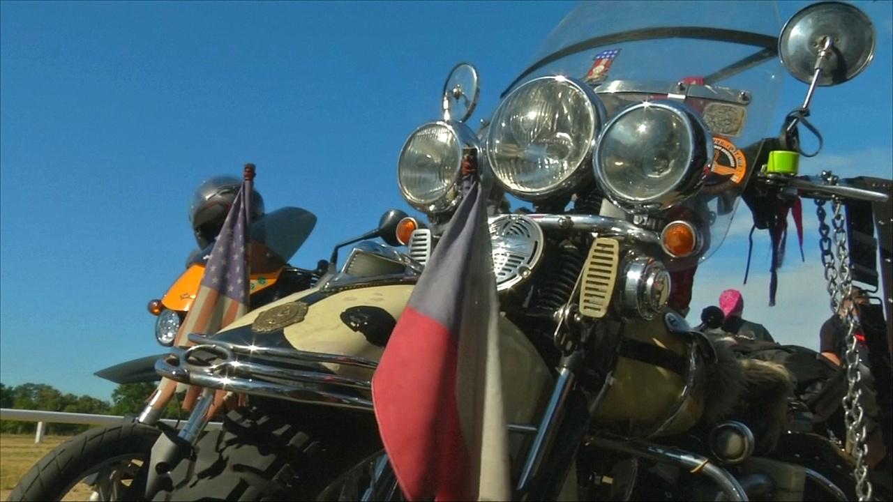 В Праге прошёл парад знаменитых Harley-Davidsons