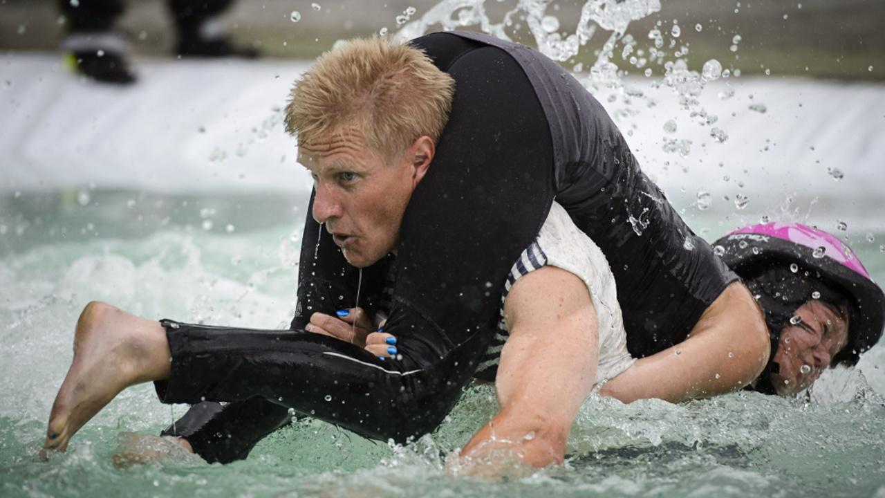 Литовцы победили на чемпионате по переноске жён
