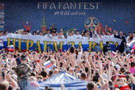 Болельщики поблагодарили российских футболистов