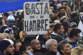 Аргентинцы массово протестуют против кредита от МВФ