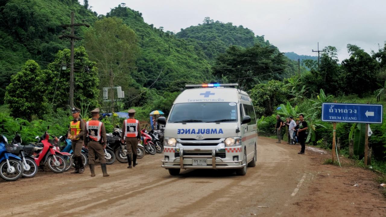 Из тайской пещеры спасли 8 подростков, внутри остаётся ещё 5
