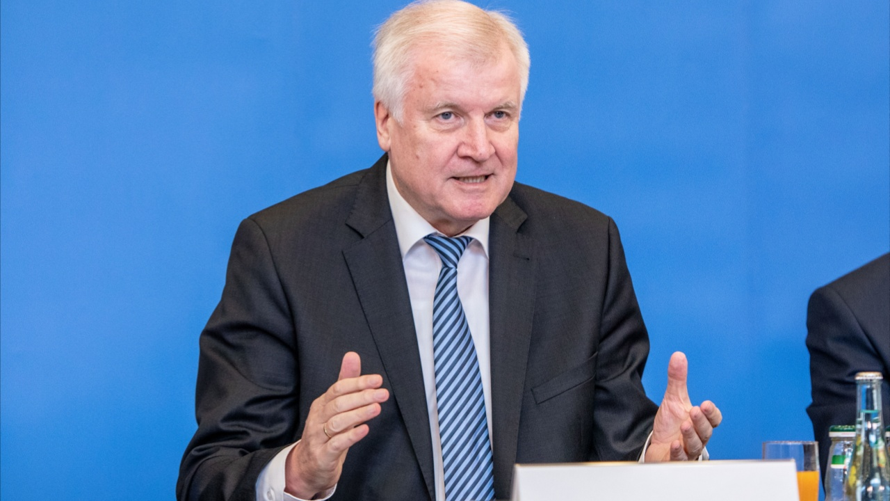 Глава МВД Германии: «Цель – разворачивать людей уже на границе»