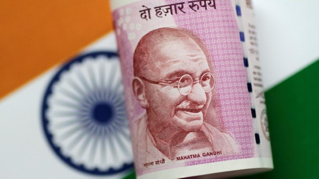 Из-за падения курса рупии потребительская инфляция в Индии — самая высокая за 5 месяцев