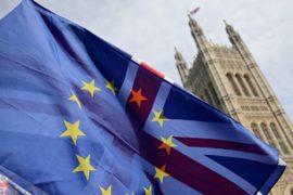 Еврокомиссия призвала страны ЕС подготовиться ко всем вариантам «брексита»