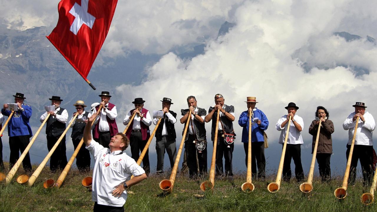 Мелодии альпийского рога восхитили гостей фестиваля в Швейцарии