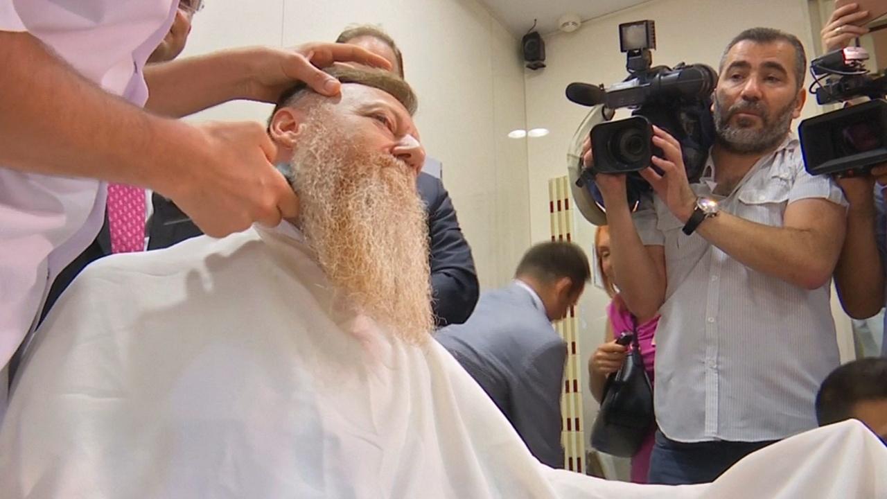 Турецкий политик два года не брил бороду, протестуя против режима ЧП