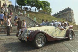 700 ретроавтомобилей и мотоциклов проехались по Парижу