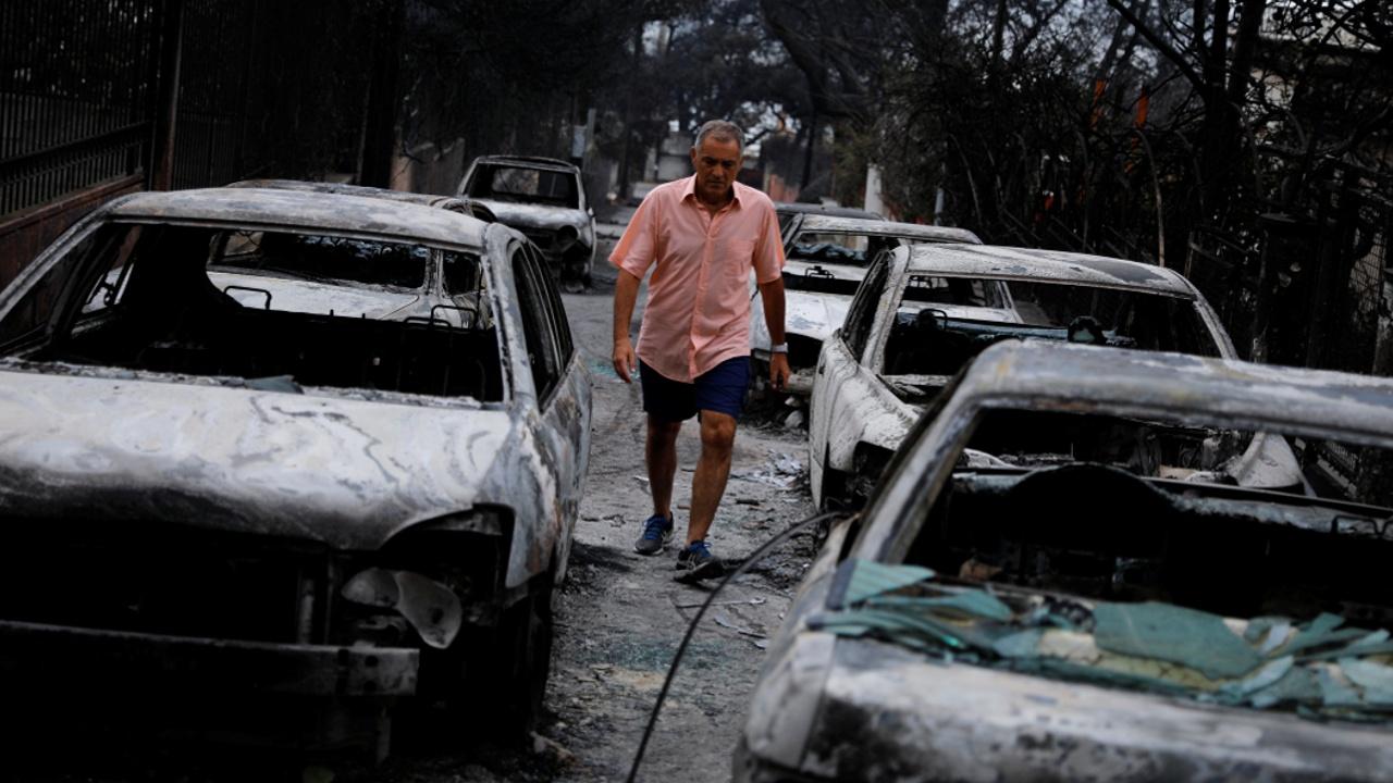 Смертоносные пожары в Греции: выжившие рассказали, как спаслись в море