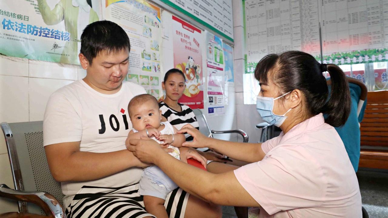 Скандал с поддельной вакциной заставил китайцев переживать за детей