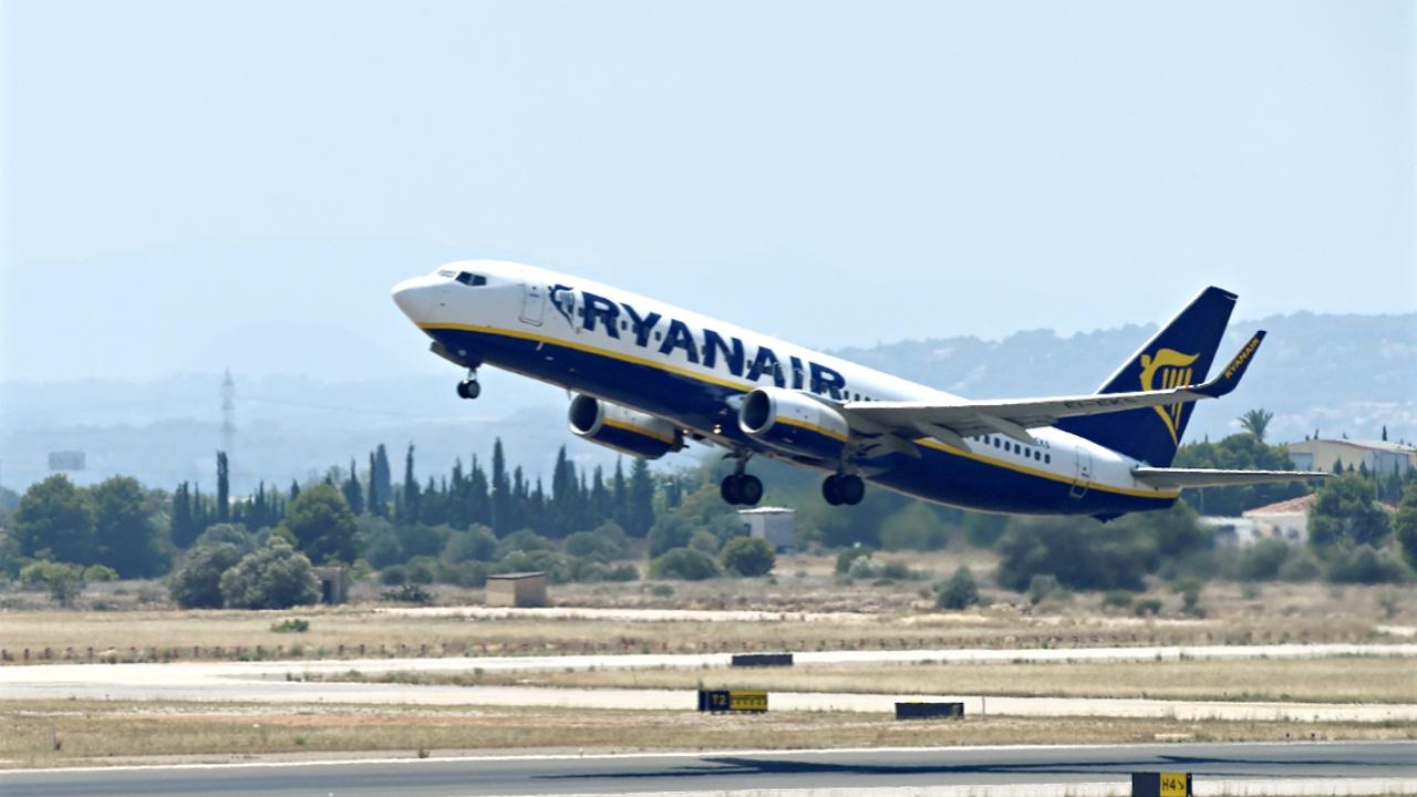 Ryanair отменяет сотни рейсов из-за забастовки пилотов и бортпроводников