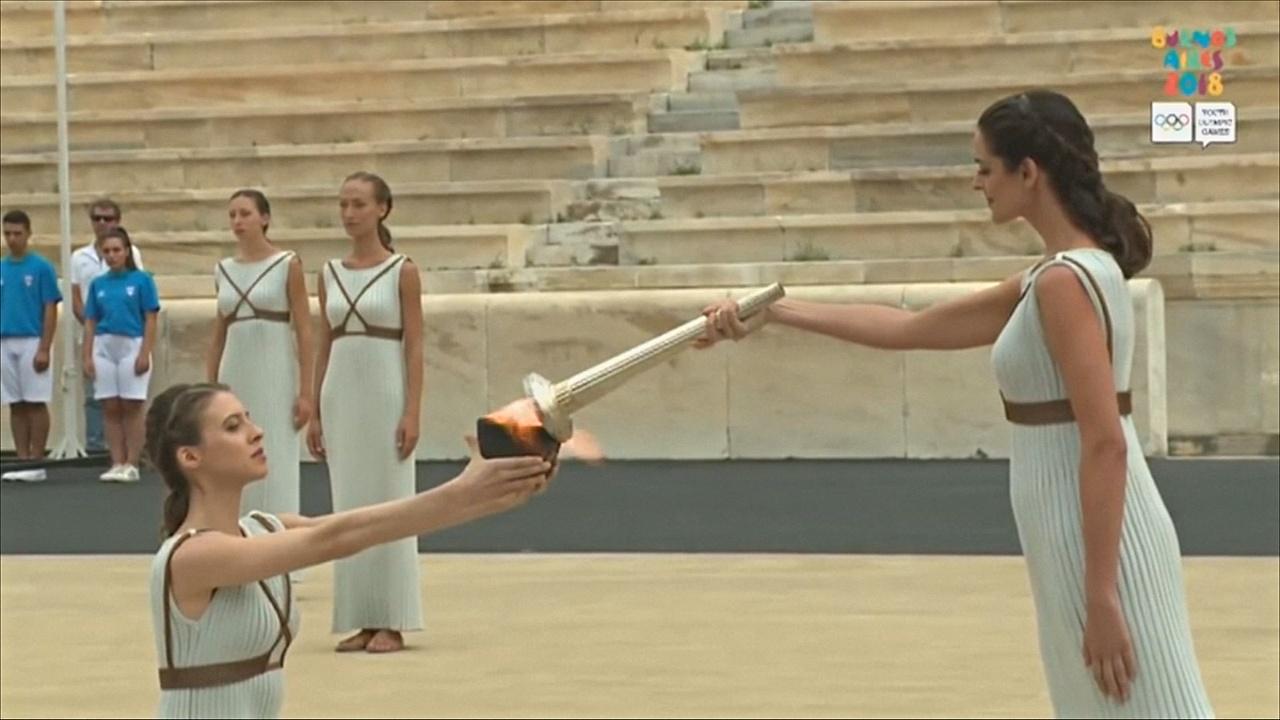 Олимпийский огонь III Юношеских игр прибыл из Афин в Буэнос-Айрес