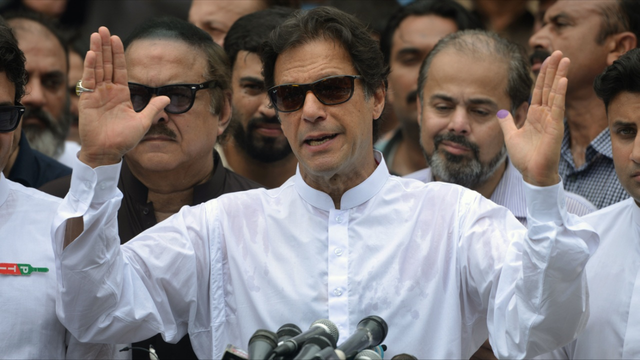 На выборах в Пакистане победил бывший игрок в крикет Имран Хан