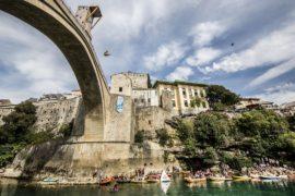 В Боснии прыгали с 27-метрового моста в ледяную воду