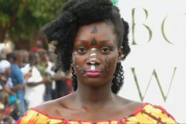 Буркинийский дизайнер возрождает популярность традиционной ткани