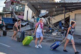 Туристы бегут из Индонезии после нового землетрясения