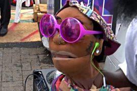 Нью-йоркский чревовещатель удивляет прохожих