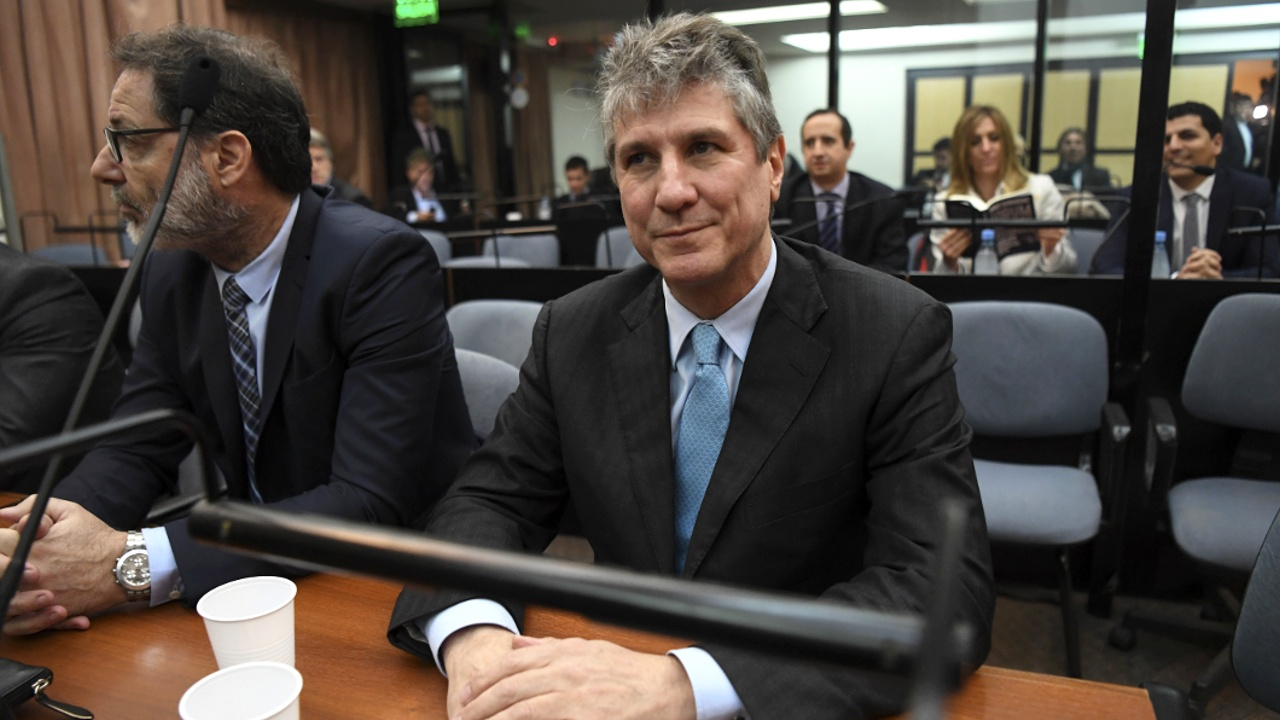 Экс-вице-президенту Аргентины дали срок за коррупцию
