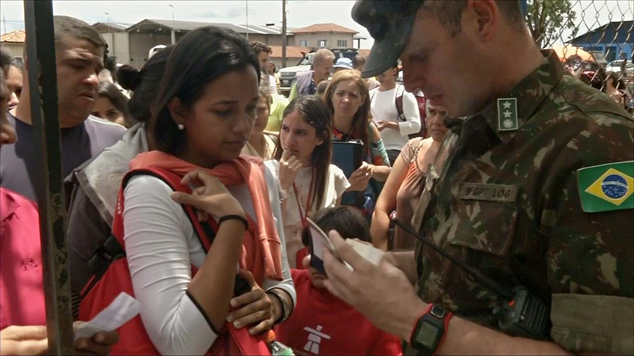 Тысячи венесуэльских мигрантов снова устремились в Бразилию