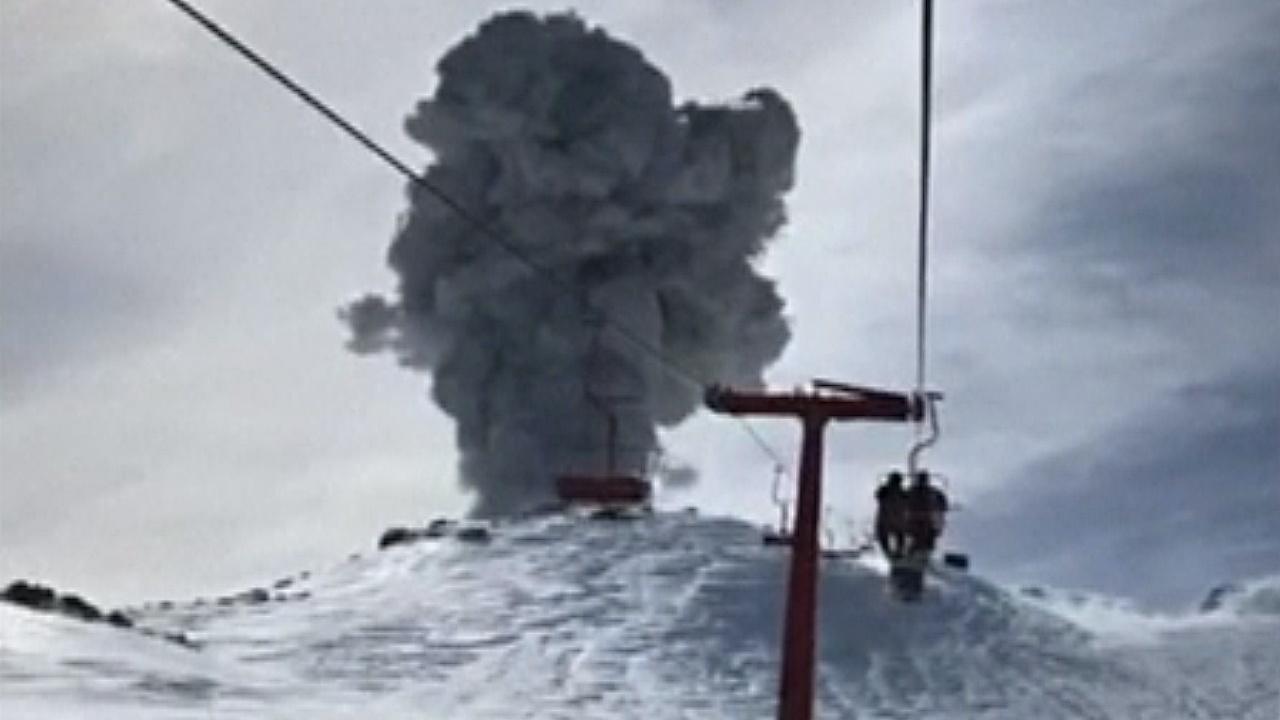 Туристы сняли извержение чилийского вулкана прямо с подъёмника