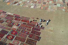 Поля Антальи украсили десятки тысяч ковров