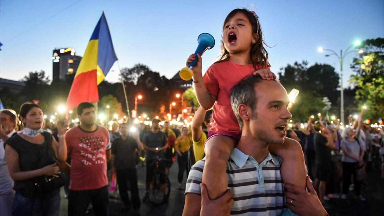 Румыны протестуют против коррупции и требуют отставки властей
