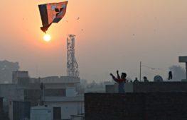 Индийцы празднуют День независимости, запуская воздушных змеев