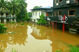 На юге Индии не прекращаются сильнейшие за 100 лет наводнения
