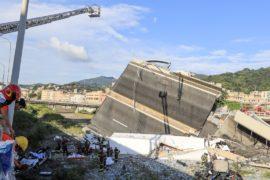 Под руинами моста в Генуе могут находиться ещё до 20 человек