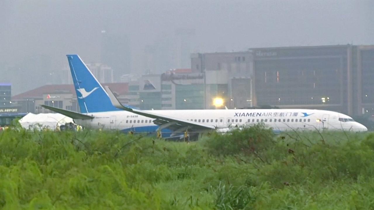 Пассажирский самолёт совершил жёсткую посадку в Маниле