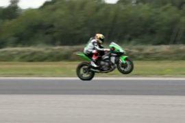 Мотоциклетные гонки на одном колесе прошли в Англии