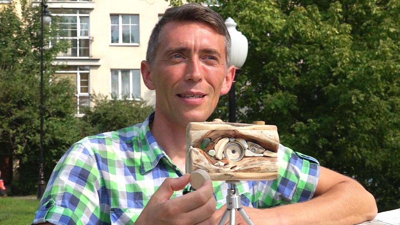 Россиянин делает фотокамеры из дерева, гальки и ракушек