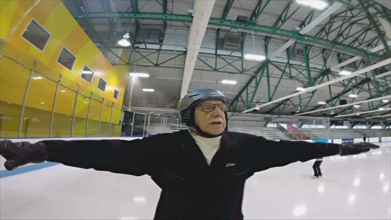 95-летний дедушка работает судьёй и увлекается фигурным катанием