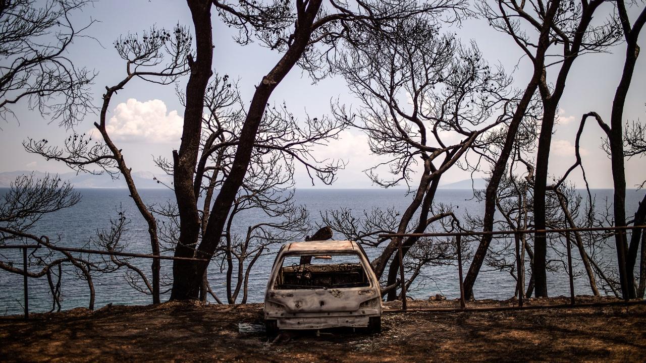 Греческий курорт Мати после пожара остаётся городом-призраком
