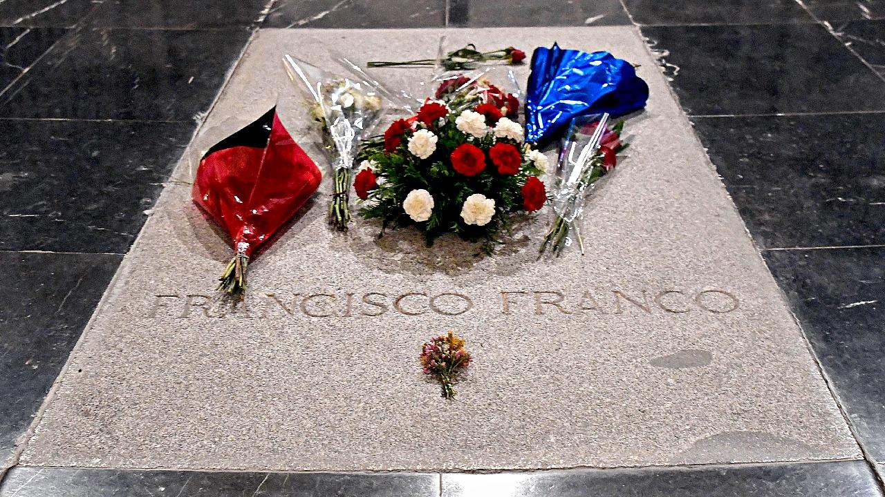 Как отреагировали испанцы на планы эксгумировать тело диктатора Франсиско Франко