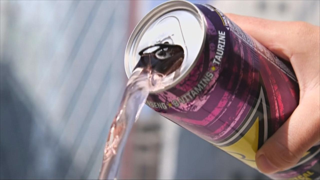 Тереза Мэй предложила запретить продажу энергетических напитков детям