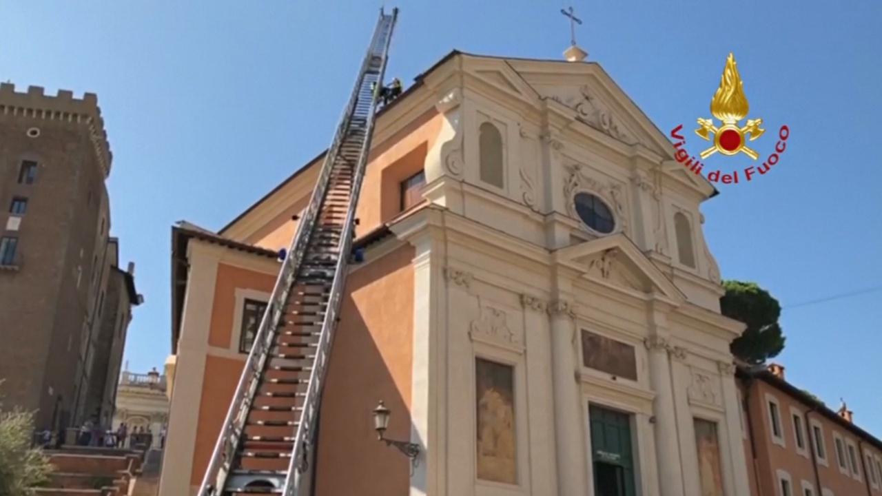 В центре Рима рухнула крыша старинной церкви