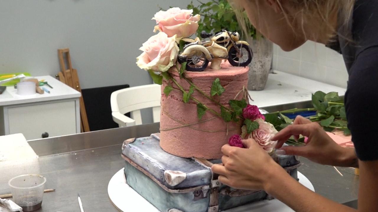 Крабы, мотоциклы и розы: как молодой кондитер превращает торты в шедевры