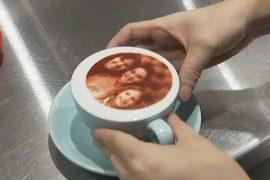 Кофе с автопортретом — новый кулинарный тренд в Брисбене