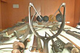 Индиец собрал более 2000 единиц старинного холодного оружия