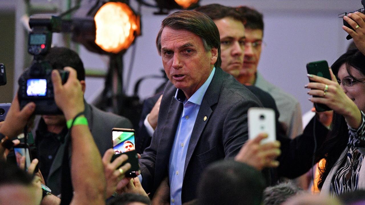 Кандидата в президенты Бразилии атаковали с ножом