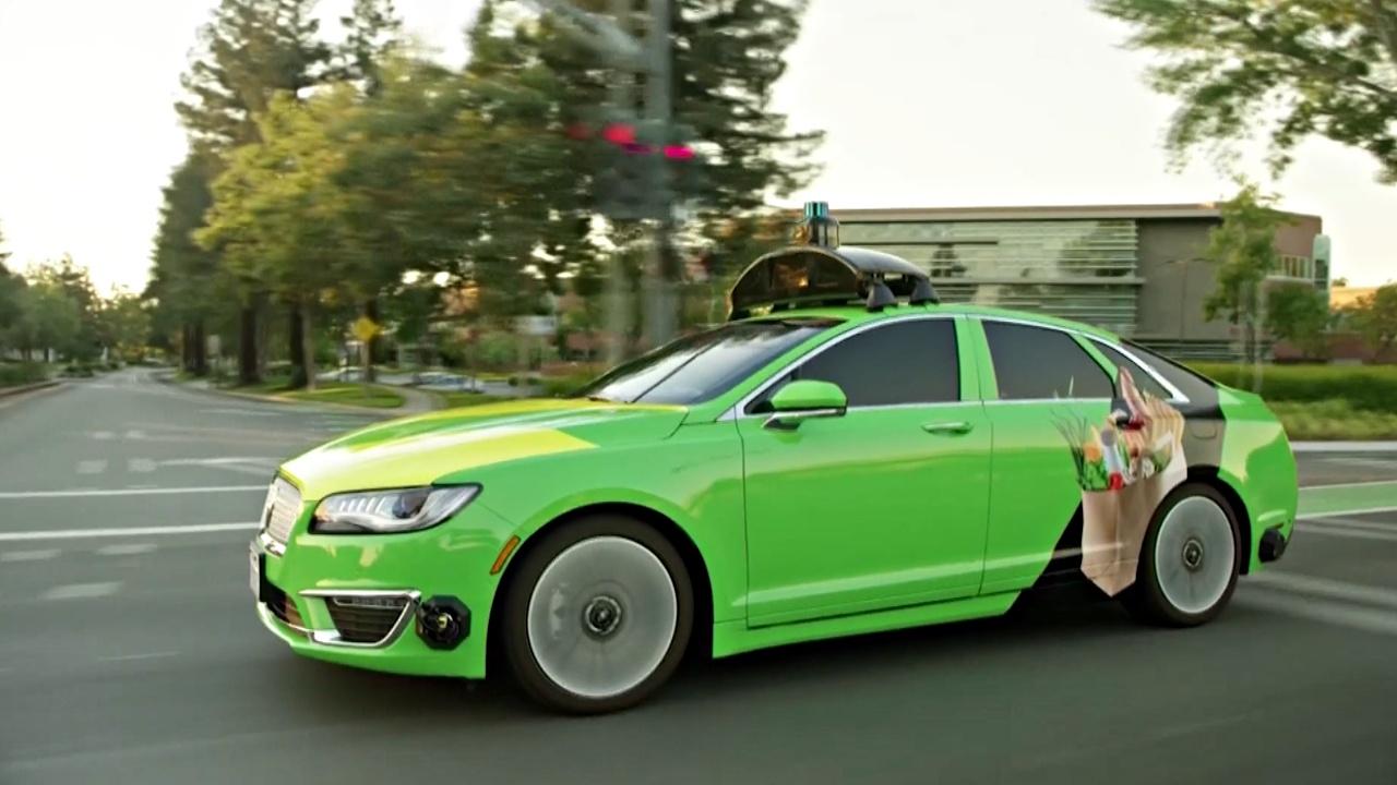 Беспилотный автомобиль доставляет онлайн-покупки жителям Калифорнии