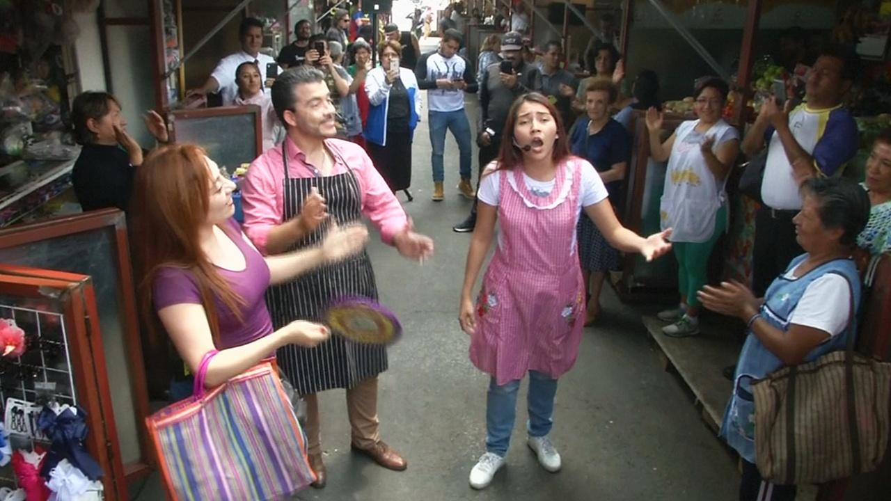 Оперные арии спели на рынке в Мехико