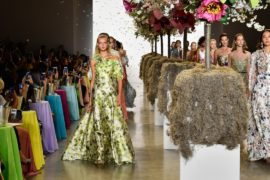 Юбилейная коллекция Badgley Mischka: рюши, лёгкость и весна
