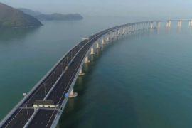 Гигантский мост Гонконг-Чжухай-Макао привлекает туристов